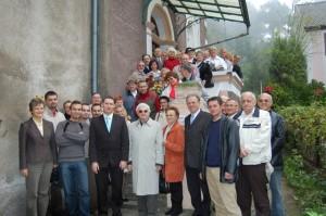 Pamiątkowe zdjęcie uczestników uroczystości.