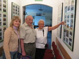 Pani Christel Schollmeyer na wystawie widokówek Jerzego Zawadzkiego znalazła tę na której jast dom w którym przed wojną mieszkała