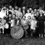 1952r. Wesele w Wielotowie. Na pierwszym planie orkiestra: Mieczysław Rodziewicz, Józef Stefański, Michał Skokowski.