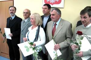 Na fotografii:od lewej R.Niparko, W.Łabęcki, obok K.Izdebska.