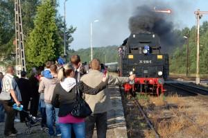 Pociąg osobowy do Zielonej Góry wjeżdża na gubiński dworzec