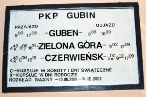 Ostatni rozkład jazdy, który do grudnia 2002 roku wisiał w poczekalni gubińskiego dworca