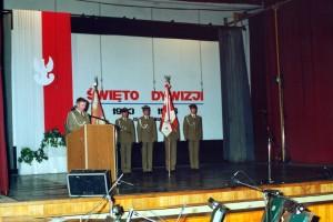1996 święti dywizj przemawia płk Miecz Stachowiak dowódca